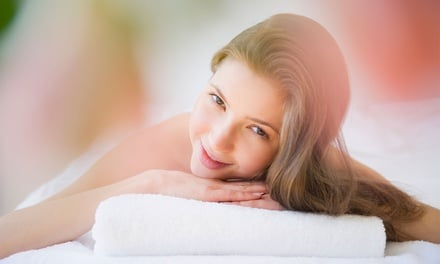 One-Hour Massge - Thai or Aroma ($39), or Aroma Coconut Oil ($49) at Swan Massage And Spa (Up to $89 Value)
