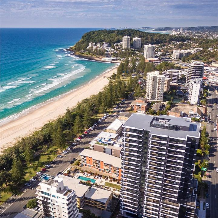 Luxe Seaside Apartment Getaway In Burleigh Heads