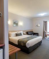 Glen Waverley, Melbourne: 1-3 Nights for Two with Breakfast, Wine and Late Check-Out at The Waverley International Hotel