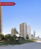 ✈ Surfers Paradise, Gold Coast: 5 or 7 Nights for 2 or 4 People with Flights and Late Check-Out at Surfers Aquarius