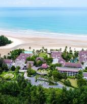 Phang Nga: Up to 10 Nights for Two with Breakfast, Airport Transfer and Kayaking at 4* Apsara Beachfront Resort Khao Lak