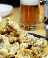 Korean Fried Chicken Feast with Beer for 2 ($29) or 4 Ppl ($49) @ ₩10,000 Korean Fried Chicken Bar & Cafe (Up to $92.80)