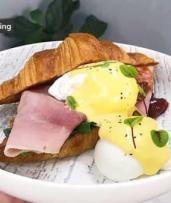 Brunch with Drinks at Waterloo's Trendiest Cafe