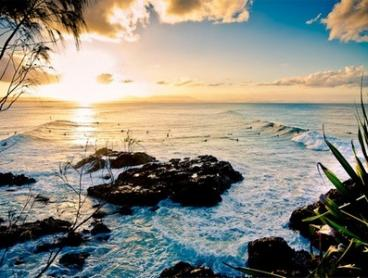 Byron Bay: 2-5 Night Stay including Sparkling Wine and Local Produce Hamper at the Awarded Apartments Inn Byron Bay