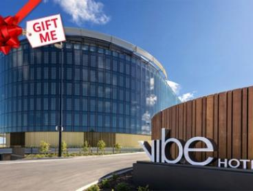 Canberra:Lower Deck or Upper Deck Room for 2 People or Family Room for 4 People with Wine at Vibe Hotel Canberra Airport