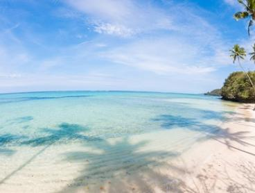 Fiji, Coral Coast: Five-Seven-Night Beach Escape Package with Breakfast, Paddle Boarding and Wine at Mango Bay Resort