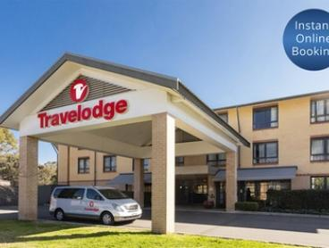 Sydney, North Ryde: Stay for Two with Breakfast, Parking and Late Check-Out at Travelodge Macquarie North Ryde