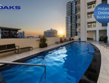 Darwin: Two-Night Stay in Harbour View Room for Two People with Welcome Drinks and Late Check-Out at Oaks Elan Darwin