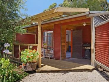 Ocean Grove: Romantic Cabin Getaway for Two People with Breakfast, Wine, Chocolates and Late Checkout at Cedar Cabins