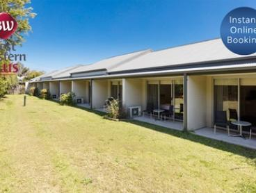 Hunter Valley: Getaway for Two with Breakfast, Bottle of Wine and Late Check-Out at Best Western Plus Hunter Gateway