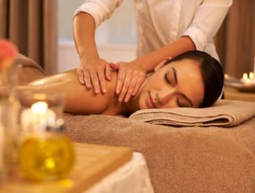 One-Hour 60-Minute Aromatherapy Massage (From $49) + Refexology (From $59) at Siwalee Healthy Land (From $99 Value)