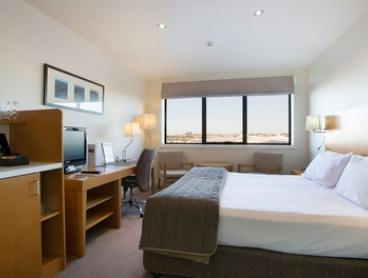 Tasmania, Devonport: One-Night Weekend Stay for Two People with Breakfast and Late Check-Out at Quality Hotel Gateway