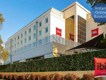 Sydney Airport: One or Two Nights for Two People with Breakfast and Late Check-Out at ibis Sydney Airport