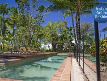 Trinity Beach, Queensland: Tropical Break for Four with Wi-Fi and Late Check-out at Marlin Cove Resort