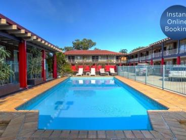 Coffs Harbour: Relaxing Getaway for Two or Four with Daily Breakfast, Wi-Fi, Late Check-Out at Best Western Zebra Motel