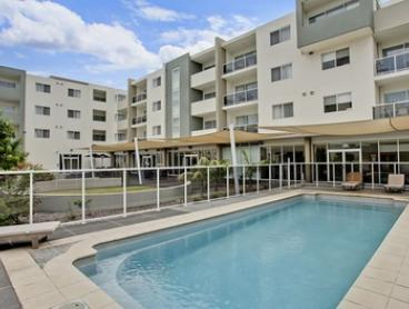 Wollongong: Up to Five Nights for Two People with Wine and Late Check-Out at Quality Suites Pioneer Sands-Wollongong