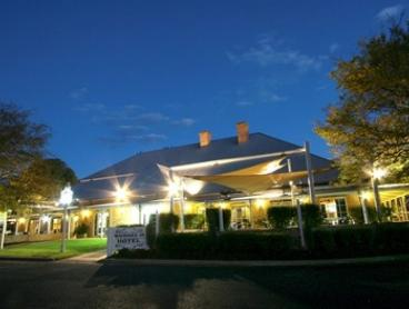 Inland NSW, Dubbo: From $129 for a Modern Country Inn Stay for Two with Breakfast and Late Checkout at Macquarie Inn