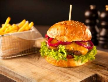 Burger Lunch with Beer or Wine for One ($15) or Two People ($29) at Mas Que Dining Bar (Up to $53.60)