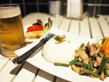 $14 for a Thai Meal and Drink at Laan Lounge (Up to $20.40 Value)