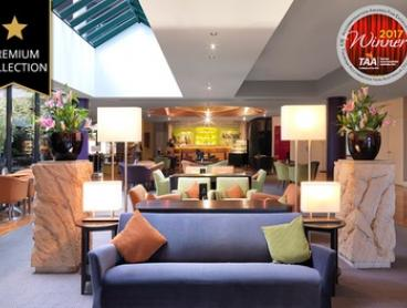 Melbourne: 1 or 3 Nights for Up to 4 with Wine, Late Check-Out and Optional Breakfast at Amora Hotel Riverwalk Melbourne