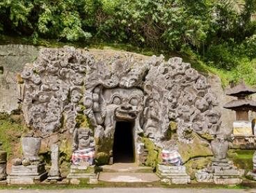 Bali: Radiance Day-Tour with Sightseeing and Souvenir Shopping