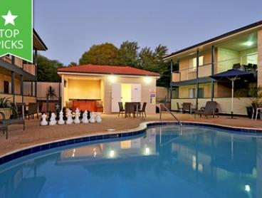 Kalbarri: Up to 4 Nights for 2 or 4 People with Wine, Restaurant Discount and Late Check-Out at Kalbarri Edge Resort
