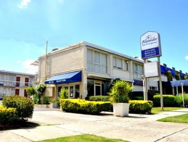 Melbourne: 1- or 2-Night City Break for Two with Late Check-Out and Bottles of Water at Alexander Motor Inn & Apartments