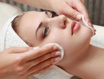 $39 for Oxygen Facial Package with Deep Cleansing Enzyme Peel at Skinn Beauty Bar (Up to $160 Value)