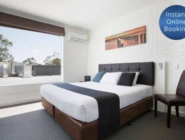 Adelaide: 1 to 3 Nights for Two with Breakfast, Late Check-Out and Welcome Drinks at Playford Tavern