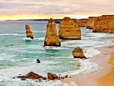 Great Ocean Road: Guided Day Tour with Return Transfer + Entrance to Port Campbell National Park by Amazing Vacations
