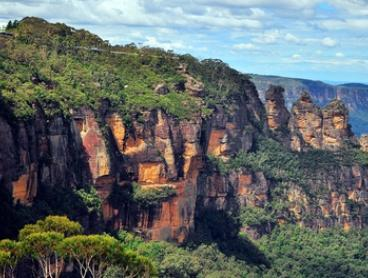 Blue Mountains: 2- or 3-Night Break for 4 or 6 People with Breakfast, Wine and Late Check-Out at Echo Point Village