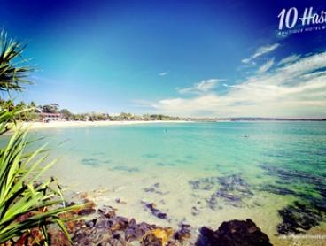 Noosa: 2 or 3 Nights for Two with Breakfast, Paella, Sangria and Late Check-Out at 10 Hastings Street Boutique Motel