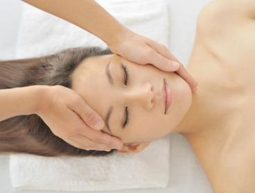 $45 for 40-Minute Facial and 20-Minute Head, Neck and Shoulder Massage Package at That Organic Salon (Up to $129 Value)