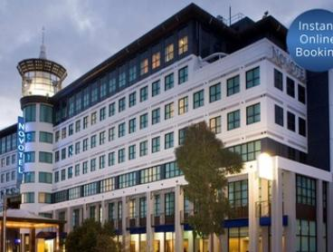 Melbourne: 1N Stay for 2 People with Late Check-Out and Options for Breakfast & Wine or Drinks at Novotel Glen Waverley
