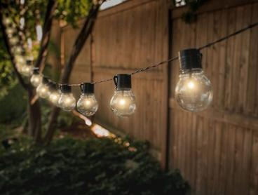 Solar-Powered Retro-Style String Light Bulbs: One ($16) or Two ($29) Sets