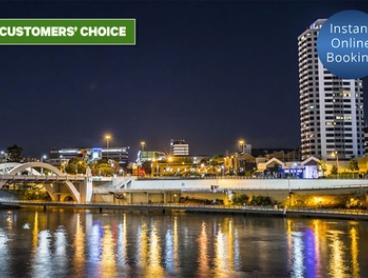 Brisbane, CBD: 1 or 2 Nights for Up to 4 People with Breakfast, Late Check-Out and Wine at Park Regis North Quay