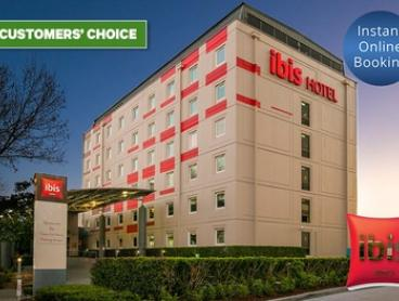Sydney Airport: 1 Night for 2 People with Late Check-Out, Welcome Drink and Option for Breakfast at ibis Sydney Airport