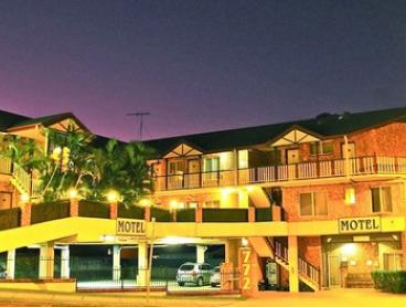 Brisbane: 1 Night for 2 or 3 People with Continental Breakfast, Early Check-In & Parking at Airport Clayfield Motel