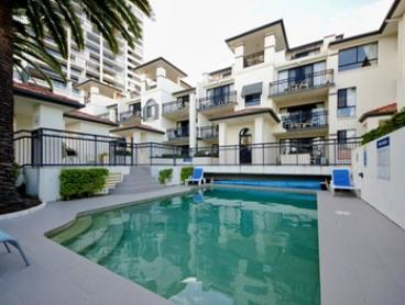 Broadbeach: 2-, 3- or 5-Night Gold Coast Getaway for Two or Four with Wine and Early Check-In at Island Beach Resort