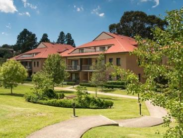 Blue Mountains: Up to Four-Night Escape for Two People with Late Check-Out and a Bottle of Port at Leisure Inn Spires