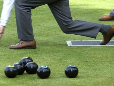 Lawn Bowls with Sausage Sizzle and Beer or Wine in Glynde
