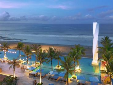 Five-Star Suites on Canggu's Vibrant Beachfront
