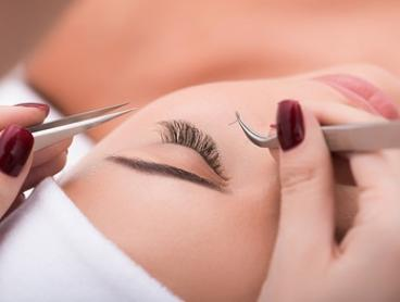 Eyelash Extensions: Natural ($39), Full ($49) or Perfect Set ($59) at The Queen Beauty and Massage (Up to $119 Value)