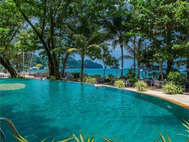 Stylish Khao Lak Beachfront Stay with Flexible Dining Inclusions