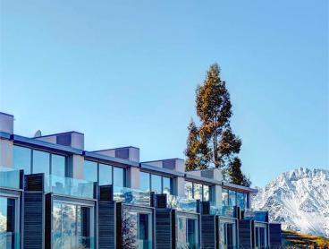 Five-Star Apartment Stay in Queenstown with Stunning Lake and Mountain Views