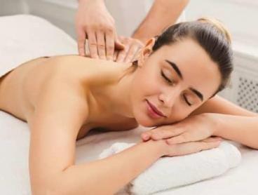 Treat Yourself to a Deluxe Pamper Package in Miranda